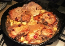 Pork Chops with Applesauce Gravy