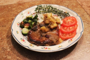 Pork chops and applesauce gravy - 2 resized